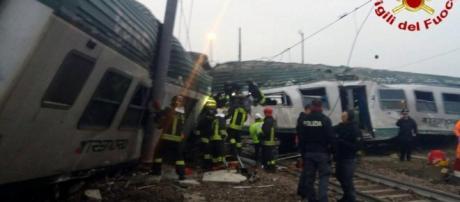 Foto dei Vigili Del Fuoco. Il treno deragliato in zona Pioltello nella mattina del 25 gennaio 2018.