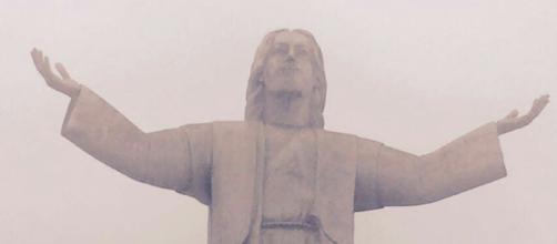 Cristo del Pacifico, em LIma, pegou fogo e foi danificado, em 13 de janeiro de 2018