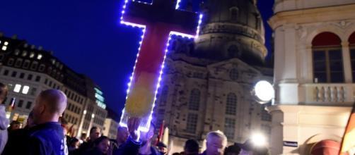 """Protesta en contra de la """"islamificación"""" de Europa en Dresden, Alemania"""