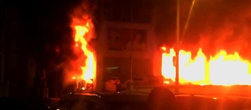 Quando os bombeiros chegaram ao local já o edifício estava tomado pelas chamas