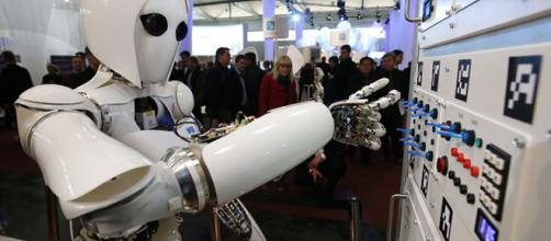 Robô da IBM substitui 34 funcionários em fábrica no Japão