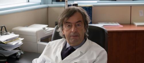 Vaccini obbligatori, il medico vaccinista Roberto Burioni attacca Salvini e Di Maio