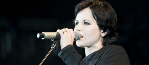 The Cranberries pede sigilo sobre a morte da cantora