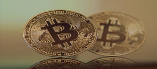 Crolla il Bitcoin, scoppia la bolla delle criptovalute?