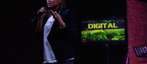 La directora de PLDT SME Nation, Kat Luna-Abelarde, explica lo que realmente significa digital.