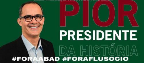 Torcida do Fluminense pede a saída do presidente