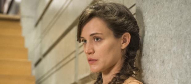 Clara escapa da morte graças a uma ajuda inesperada