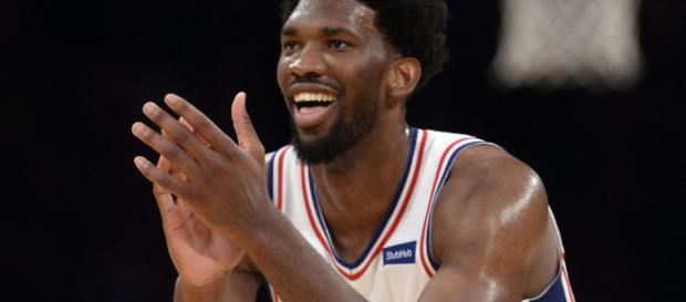 Joel Embiid se chauffe avec le Thunder   Basket USA - basketusa.com