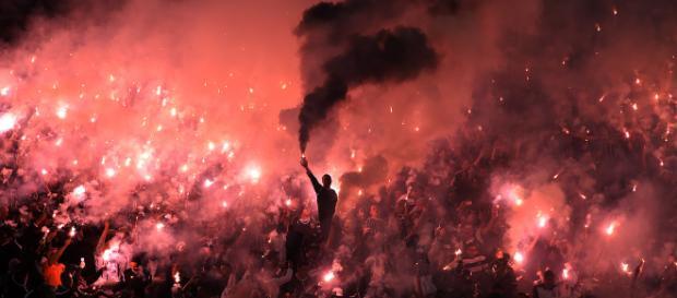 Torcedores do Corinthians fazendo festa