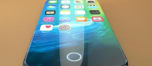 Apple, l'iPhone 8 sarà sugli scaffali a ottobre