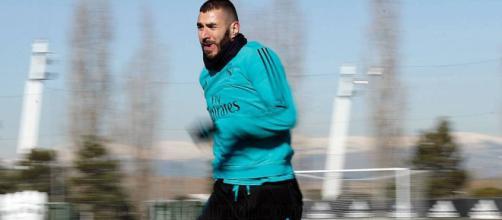 Benzema regresó al entrenamiento, pero el capitán Sergio Ramos sigue trabajando solo.