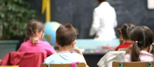 Taranto, maestra picchia e mortifica i bambini in prima elementare ... - fanpage.it