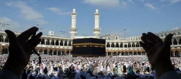 Centre scraps Haj subsidy (Image Credit: India.com Youtube screencap)