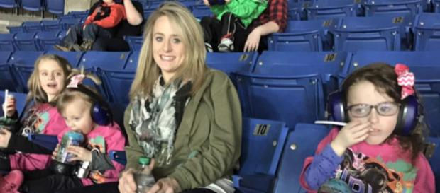 Leah Messer poses with her three daughters. [Photo via Instagram]