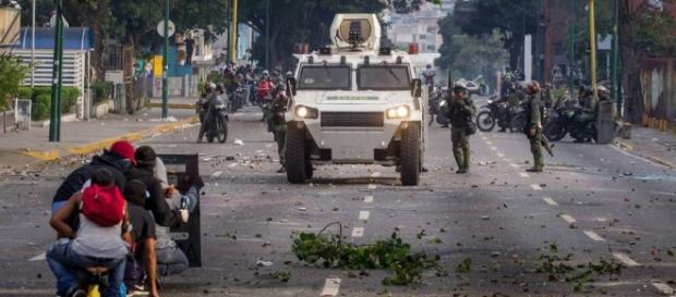 Resistencia en Venezuela, lucha contra las fuerzas de seguridad