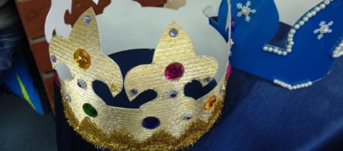 Najpiękniejsze korony wykonane przez uczestników na konkurs (fot. własne Autora)