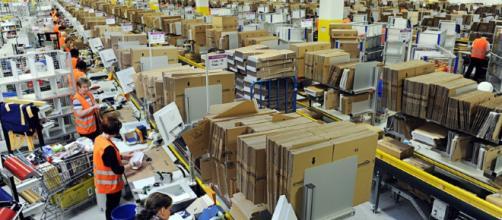 An Amazon warehouse. (Image via Scott Lewis/Flickr.)