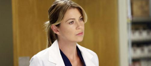 Ellen dá vida para a protagonista do seriado, Meredith Grey