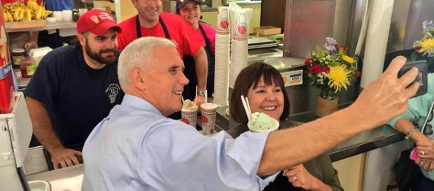 Mike Pence takes a selfie with fan - Mike Pence-Flickr