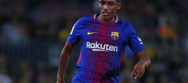 Mina con el número 24 en su camiseta del Barcelona