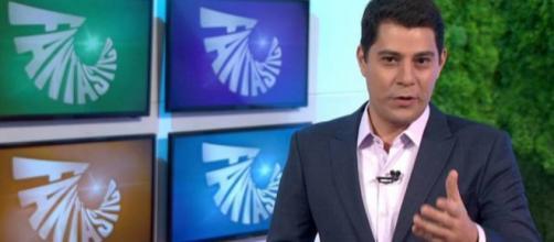 Evaristo Costa apresenta Fantástico e internet vai à loucura - 24 ... - com.br