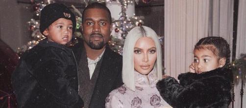 Kanye West e Kim, com Saint e North