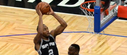 Kawhi Leonard dunks on two defenders of the Orlando Magic - (Image via Jose Garcia/Flickr)