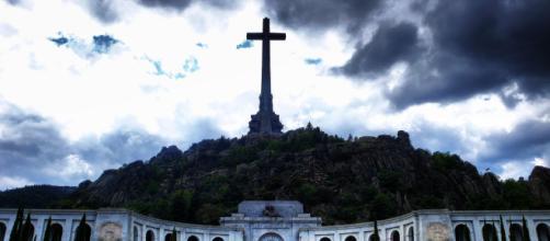 María Zurita acude por sorpresa al Valle de los Caídos