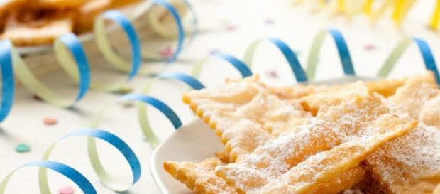 Servire con zucchero a velo a volontà, le chiacchiere di carnevale