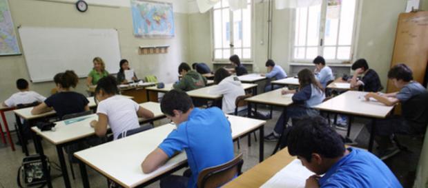 Studenti in classe in una scuola