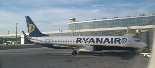 A Ryanair passenger was so impatient with delays, he opened the emergency door, climbing onto the wing [Image credit MKY661/Wikimedia/CC BY-3.0]