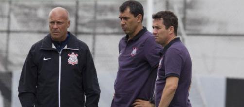 Comissão técnica do Corinthians espera por reforço