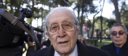 Ferdinando Imposimato nasce il 9 Aprile 1936 a Maddaloni ed si laurea in Giurisprudenza nel 1959 alla Federico 2° di Napoli.