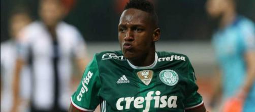 O defensor colombiano fez muito sucesso no Brasil e rumará para Barcelona.