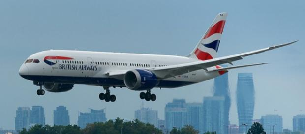 British Airways Boeing 787-8 about to touch down (Image Credit: BriYYZ/Wikimedia Commons)
