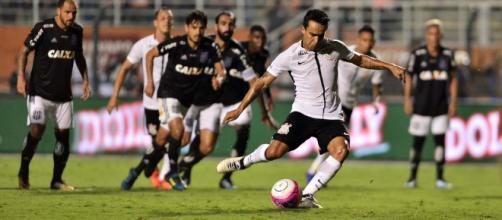 Jadson brilhou contra o São Caetano marcando duas vezes