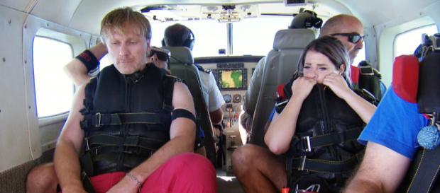 Ansgar Brinkmann und Jenny Frankhauser auf dem Weg ins Dschungelcamp - Foto: MG RTL D