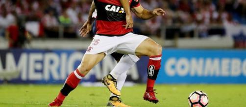 Udinese envia proposta por Vizeu, e Fla faz exigências para avanço.