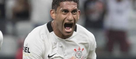 Corinthians dejo ir a Pablo a Francia