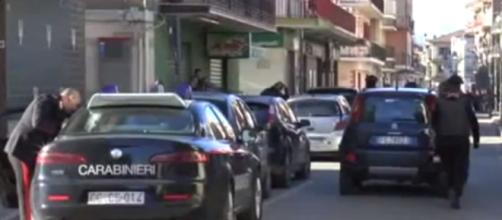 I Carabinieri nei pressi del luogo della sparatoria a Schiavonea