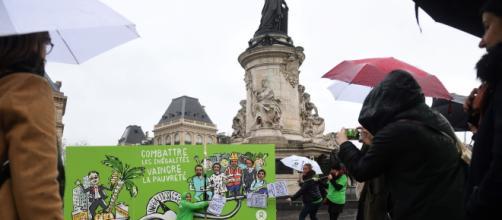 Manifestantes protestan contra la desigualdad y la pobreza