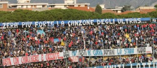 Pisa-Monza 1-0 la tifoseria protesta per le promesse di uno stadio nuovo