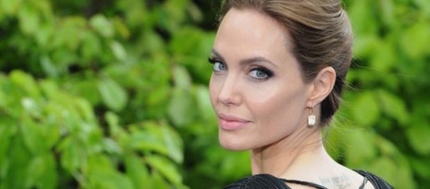 Angelina Jolie continua sendo uma das mais lindas do cinema