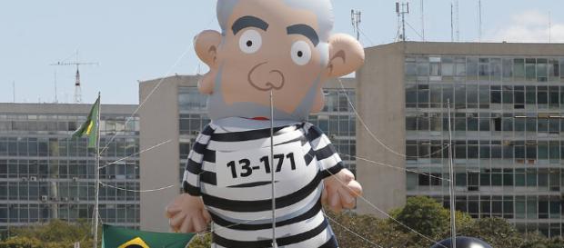 Ao pedir prescrição da pena, defesa de Lula estaria confessando crime?