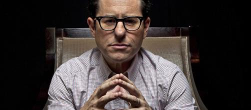 J.J. Abrams Has Pitched Star Wars 9 Story to Lucasfilm - MovieWeb - movieweb.com