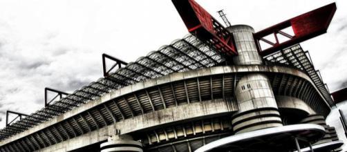 Milan e Inter dovranno presto prendere una decisione: restare al Meazza o costruire un nuovo stadio.