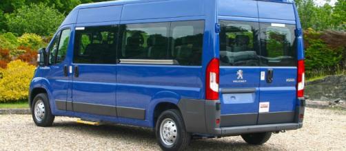 Peugeot Sport 15 Seat 'B licence' Minibus | Red Kite Vehicle ... - redkite-minibuses.com