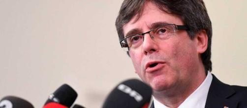 """Puigdemont pide volver """"sin riesgo"""" para afrontar su investidura ... - rtve.es"""