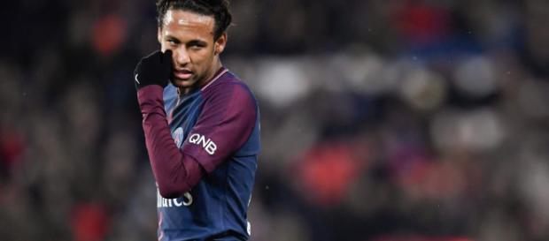 Fanáticos abuchean a Neymar en el campo de juego