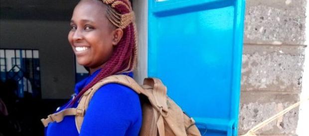 Partera a domicilio en Kenia lleva todo en su mochila